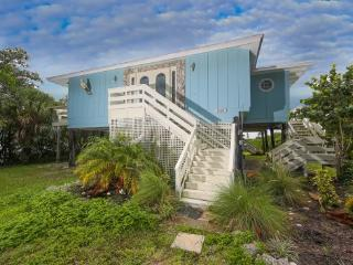 Fabulous Manasota Key renovated waterfront house