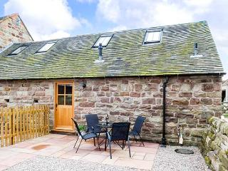 JACOB'S BARN, romantic, well-presented barn with underfloor heatina and WiFi