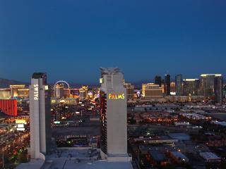 Panoramic Strip view kitchen pool gym Palms Place, Las Vegas