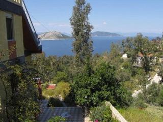 Belle-vue, Aegina