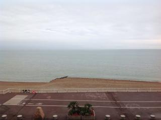 DIRECT SEA VIEWS CHARMING SEAFRONT FLAT HASTINGS, Hastings