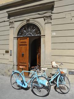 ingresso con biciclette a noleggio