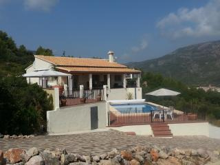 Holiday villa with swimming pool in Jalon Valley, Benigembla