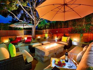 Enjoy the large outdoor patio w/ hot tub & firechat table -  Walk to Beach!, La Jolla