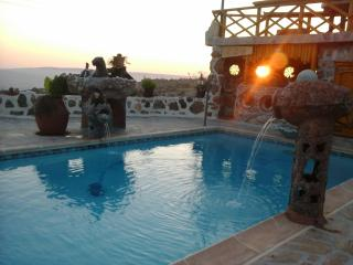 Paphos Accommodation - 4 Bedroom House, Pafos