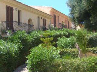 residence 'I Delfini' vista mare con piscina !!