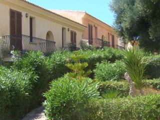 residence 'I Delfini' vista mare con piscina !!, Badesi
