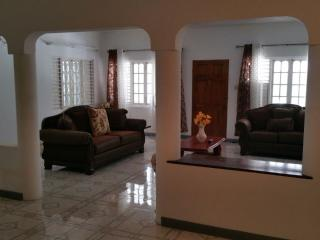JUS 4U VAC RENTAL 2BED, Ocho Rios