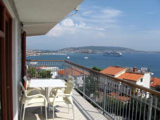 Apartment with splendid sea view, Donji Seget
