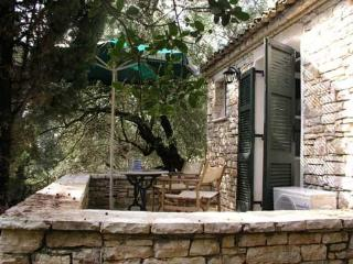 Holiday Cottage with a pool in Kalami Corfu