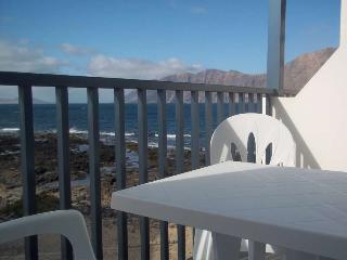 APARTMENT KARYSKO IN FAMARA FOR 4P