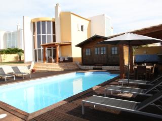Super 3 bed villa - heated pool nr Armacao de pera, Armação de Pêra