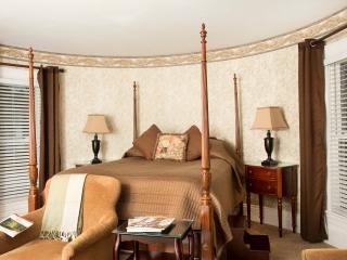 Glynn House Inn: Harrison Deluxe Bedroom, New Hampton