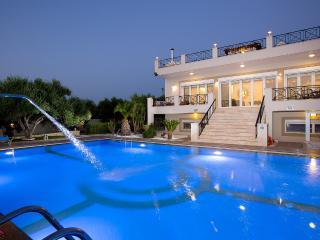 Villa Daphne - Full Facilities & Large Pool!, Rethymno