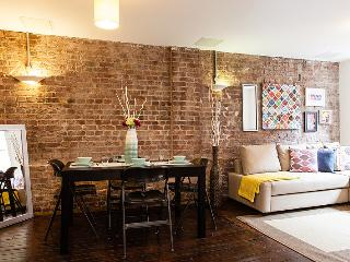 Trendy Central Two- Bed Two- Bath Apartment  Zone1, London