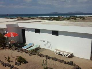 BUNGALOW BIZDILUX IN FAMARA FOR 4P, Famara
