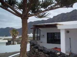 BUNGALOW NYSSA IN FAMARA FOR 10P, Famara