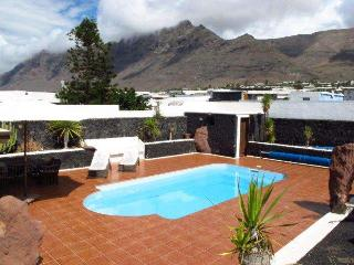 BUNGALOW WITH POOL KARNIEL IN FAMARA FOR 10P, Famara