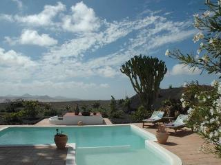 VILLA HANTOUR IN TEGUISE FOR 3P