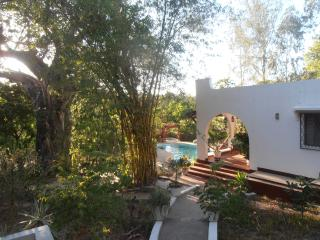 Comfortable bungalow, private pool, chef, close to, Kilifi