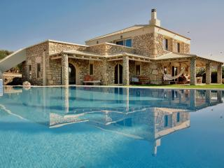 Villa Armonia:Luxurious,Spacious Villa,Heated Pool, Pitsidia