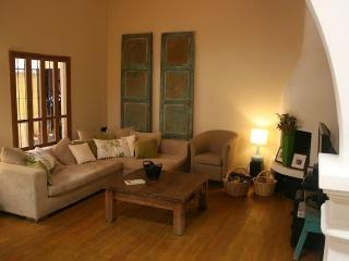 Beautiful 2 Bedroom House in Antigua Guatemala in safe, quiet central area, Antígua