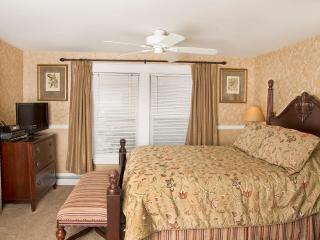 Glynn House Inn: Harding Deluxe Bedroom, New Hampton
