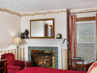 Glynn House Inn: Grant Deluxe Bedroom, New Hampton