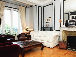 Luxurious 4 bedrooms in Paris 17, for 8 trvls !
