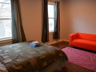Comfortable Private Room Close to T and Boston, Somerville
