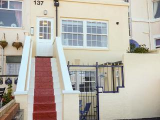KITTIWAKE, duplex apartment, sea view, close to beaches in Scarborough Ref 92588