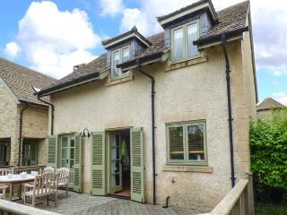 RIVERVIEW, on edge of waterside development, en-suite, woodburner, parking, garden, in Stroud, Ref 926628, Somerford Keynes