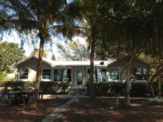 Real Beachfront Bungalow, One-Step to the Beach, Holmes Beach