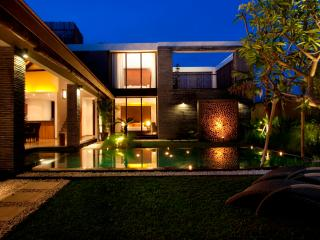 Anjali Orange Luxury 3BR Villa & Pool, Petitenget