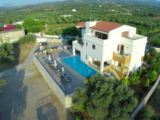 VILLA 4 SEASONS - LOW RATES !!!, Stavromenos