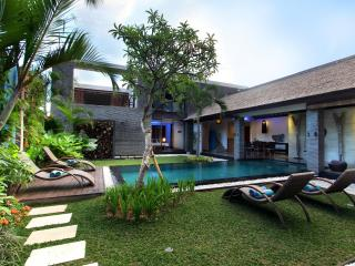 Anjali Blue Luxury 4 Bedroom Villa & Pool, Petitenget