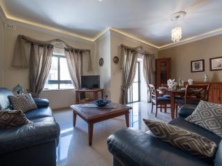 Charming Apartment in St Paul's Bay, Baía de São Paulo