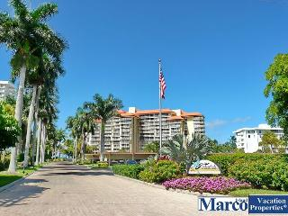 Peaceful beachfront condo w/ heated pool & balcony w/ a sunrise view, Marco Island