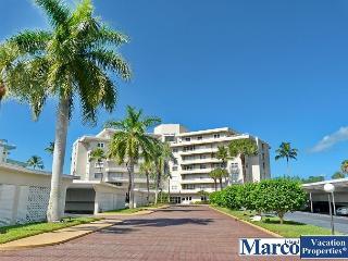 Cozy beachfront condo w/ heated pool & sweeping ocean views, Isla Marco