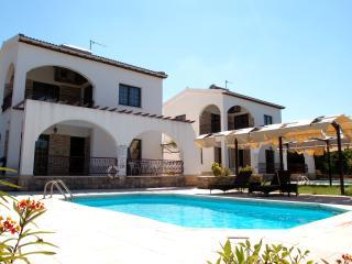 Argaka - 2 Bedroom Villa - Sleeps 6 - Private Pool