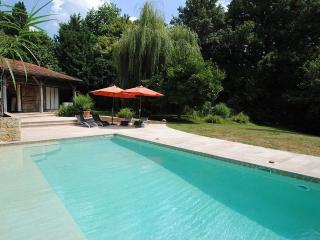 Close Saint Emilion Air Conditioned Gite Sleeps 6, Saint-Emilion