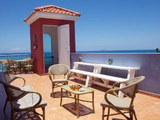 Sky View PH Sleep 14, across the beach, pool,, Rincón