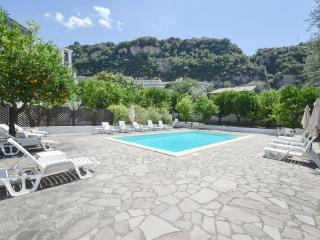 Sorrento,walking distance to town, Appartamento il Giardino B, pool,free parking