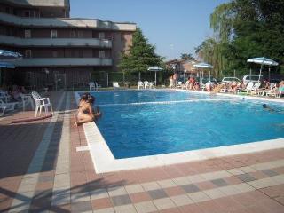 Appartamento trilo con terrazza in Res.con piscina