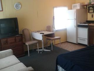 Affordable Efficiency close to beach free WiFi M-B, Wildwood