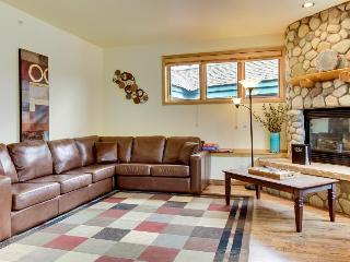 Well-appointed ski condo w/shared hot tub, rec room, etc!, Breckenridge
