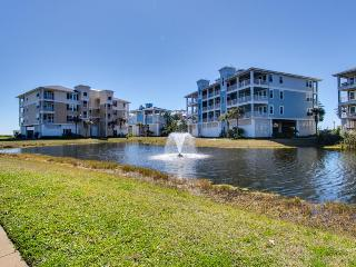Beach condo w/ shared hot tub & pool, ocean views, nearby beach access!