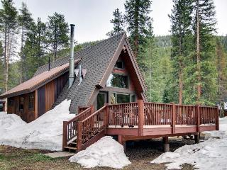 Classic A-frame cabin in tranquil setting, near skiing & hiking - dogs ok!, Breckenridge