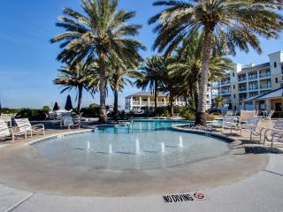 Bayside, dog-friendly condo w/shared hot tub & pool- walk to beach & Beach Club!