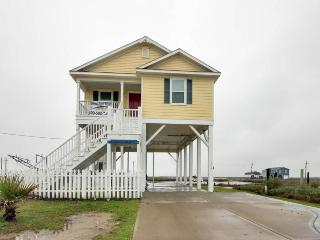 Bayfront, pet-friendly home on canal: fantastic for fishing!, Crystal Beach